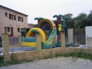 Structure gonflable pour enfants au camping Vert Gapeau d'Hyères (83)