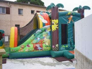 camping hyeres jeux enfants