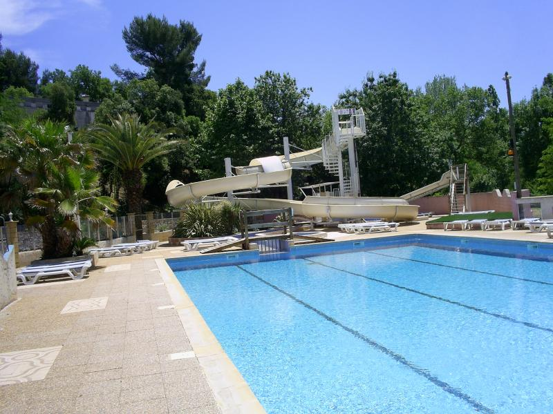 Piscine camping var 83 camping hy res avec espace for Camping piscine var